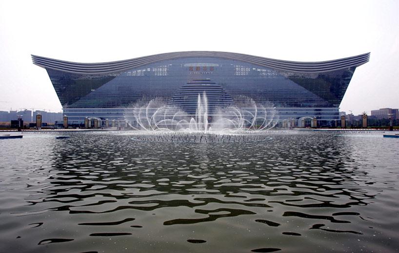 China termina el edificio más grande del mundo… en un sólo año!