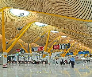 https://tur43.es/wp-content/uploads/2019/08/Barajas_Airport_Madrid_4685194730.jpg