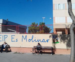https://upload.wikimedia.org/wikipedia/commons/9/97/CEIP_Es_Molinar_2013-11-06_14-00.jpg