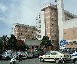 https://upload.wikimedia.org/wikipedia/commons/thumb/9/9d/Hospital_Garcia_de_Orta.JPG/1200px-Hospital_Garcia_de_Orta.JPG