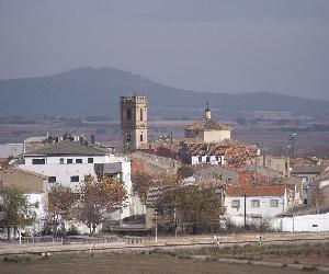 https://upload.wikimedia.org/wikipedia/commons/thumb/1/1b/Camporrobles_24.JPG/1200px-Camporrobles_24.JPG