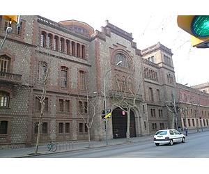 https://upload.wikimedia.org/wikipedia/commons/thumb/a/a7/Escola_industrial.jpg/300px-Escola_industrial.jpg