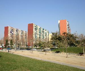 https://upload.wikimedia.org/wikipedia/commons/thumb/e/e9/Spain.Catalonia.Hospitalet.Bellvitge.2.JPG/1200px-Spain.Catalonia.Hospitalet.Bellvitge.2.JPG