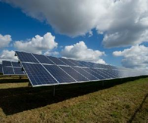 https://www.thebusinessdesk.com/_files/images/oct_20/Solar-farm-representative-image-only-500x333.jpg