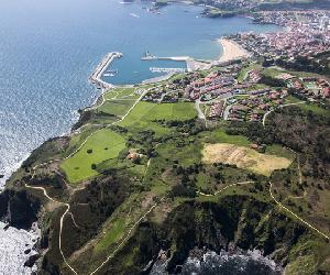https://www.turismoasturias.es/documents/11022/12181/VillaLuanco1.jpg/99beead0-d855-4106-bd1a-555bb7277643?t=1441026416940